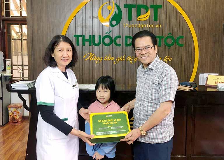 Cháu gái NS Trần Nhượng điều trị khỏi bệnh tại Trung tâm Thuốc dân tộc