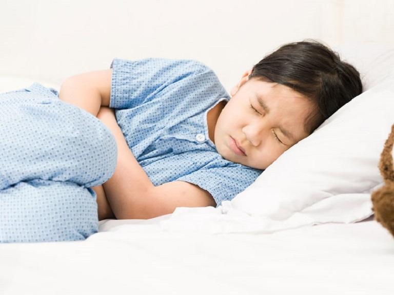 Minh Tuấn có một thời gian dài xuất hiện các triệu chứng như đau bụng, ợ chua, đầy bụng, khó tiêu, nhác ăn
